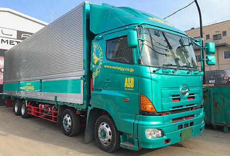 低床大型トラック